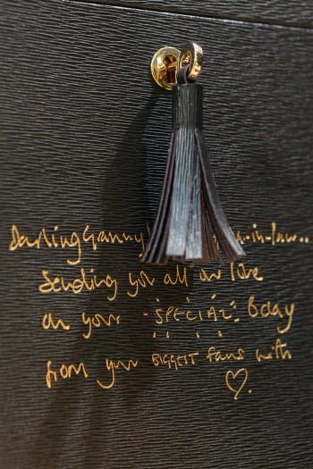 大切な鍵の下に手書きのメッセージ。