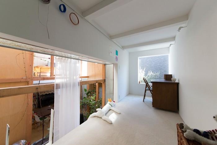 水紀さんの作業スペースだった場所を子ども部屋にする予定。「落ちることのないように手摺りをつける予定です」