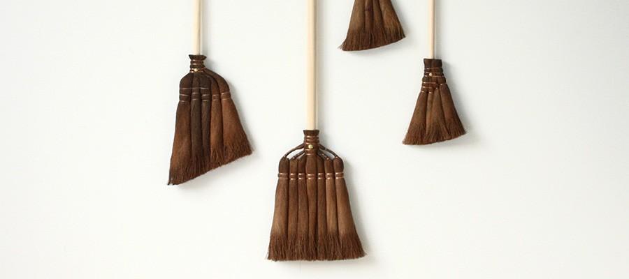 カタチのいい掃除道具 −1− 普遍的な美しさをもつ日本の箒とちりとり