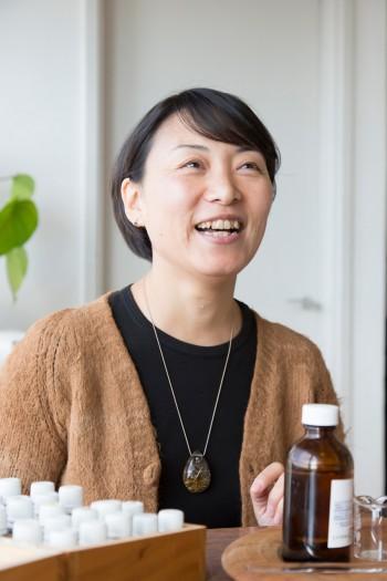 """加藤潤子さん。アメリカ留学、スタイリストを経て""""癒し""""に目覚め葉山に戻る。"""