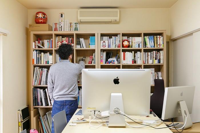 デザイン事務所motsを主宰する陽一さんの仕事場。