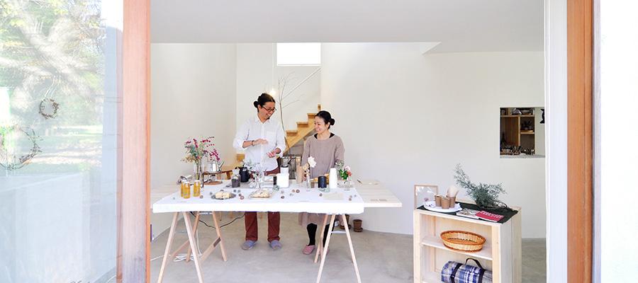 軽やかで透明感ある美術館のような空間  アート感覚漂う家で カフェを開く