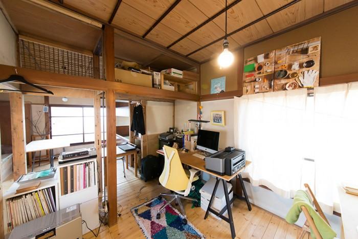 2階のオフィス。フォトグラファー、テキスタイルデザイナー、手芸作家など4〜5人のシェアメンバーとそれぞれの仕事にあたる。