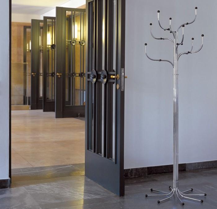 COAT TREE™(クローム) φ650 H1930mm ¥134,000 フリッツ・ハンセン日本支社