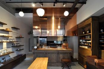 空間デザインはSIMPLICITY。ミニマルモダンな空間がお茶の世界観を表現。