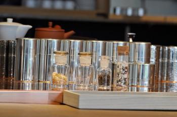 旬の素材を使った季節限定のブレンド茶も販売している。