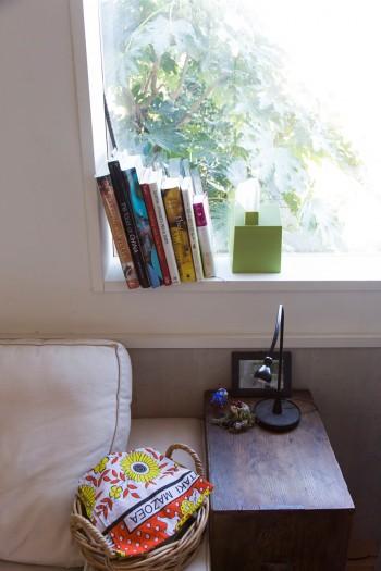 1階のお気に入りの窓辺。「設計の阿部勤先生が、ミリ単位にまでこだわって、窓の大きさと場所を決めてくださいました」