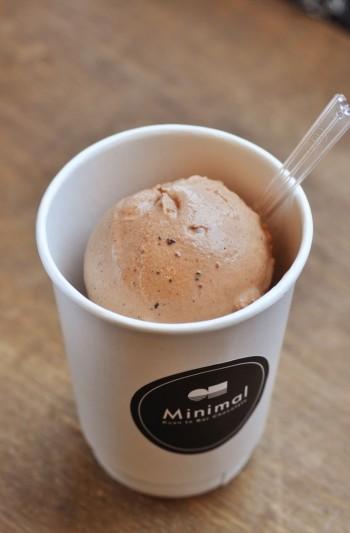 チョコレートアイスクリーム650円。ホットチョコレート同様、味は3種類から。特におすすめは「Fruity」
