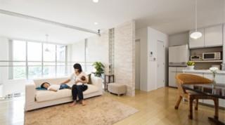 ヘーベルハウスの実例 リゾート感覚の上質インテリア吹き抜けが繋ぐ2世帯の暮らし