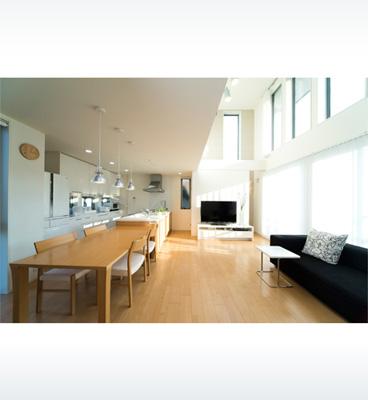ヘーベルハウスの実例3階建てと平屋を組み合わせた、二世帯ともに広々とした暮らし