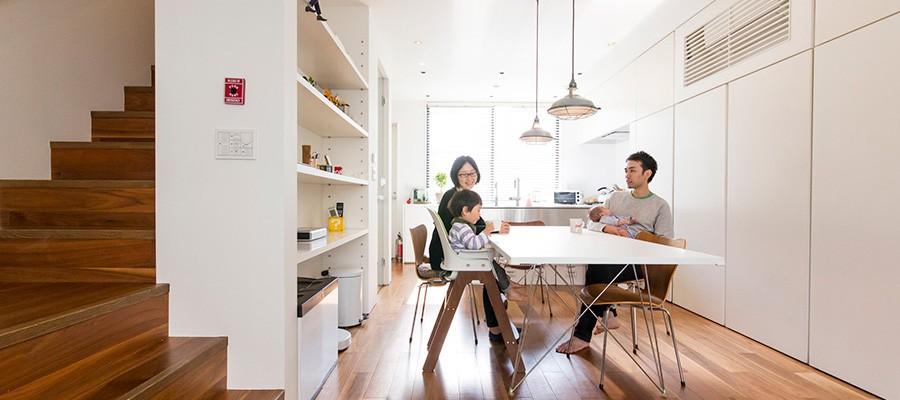 コンセプトはとにかくシンプルに四角い箱に収納された楽しく生活・仕事のできる空間