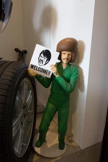 浦野さんがつくったキャラクターを人形にしたもの。「アメリカのTVドラマシリーズに脇役で出てた人みたいな感じ」。