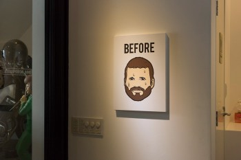 壁にかけられているのは浦野さんのペインティング「BEFORE」。