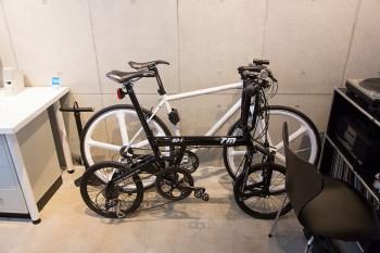 仕事の合間に自転車をいじるのも浦野さんの息抜きのひとつ。