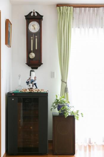シチズンの振り子時計はお父様からの新築祝い。「ここに付けて」と場所を指定されたそう。