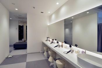 ビジター(シャワー&ロッカー&レンタルバスタオル付)1回500円で利用できる。
