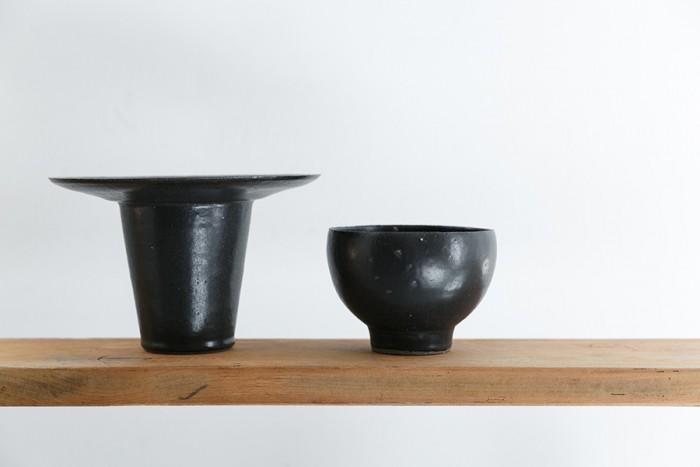 左から花器 ¥18,000 カフェオレボウル ¥4,000 ともに吉田直嗣