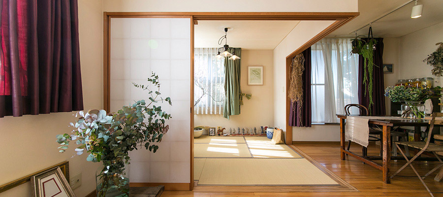 世田谷線の素朴な町に暮らす  花とグリーンに満たされた 自然を身近に感じる暮らし