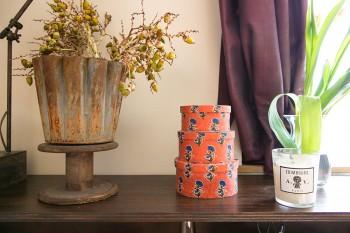 経堂の「Rungta」など、お気に入りのショップで見つけた雑貨を飾る。