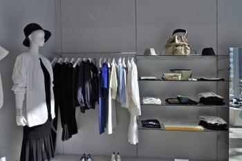 デザイナー柳居江璃賀氏によるブランド「BLISSMAN」は、CLASSIC-LUXURY-ARTをコンセプトに、普遍的な女性らしいスタイルを提案。