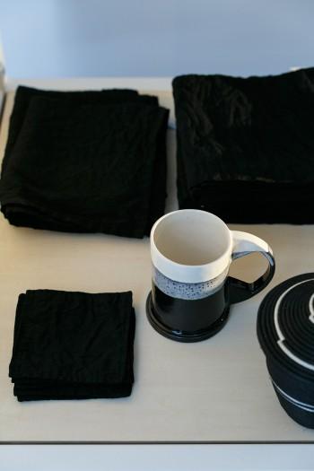 キッチンクロス ¥3,800 ランチョンマット ¥2,100 コースター ¥500 以上OLDMAN'S TAILOR マグカップ  ¥9,000 ECO PARK POTTERY