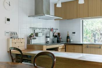 明るくて広々としたキッチン。