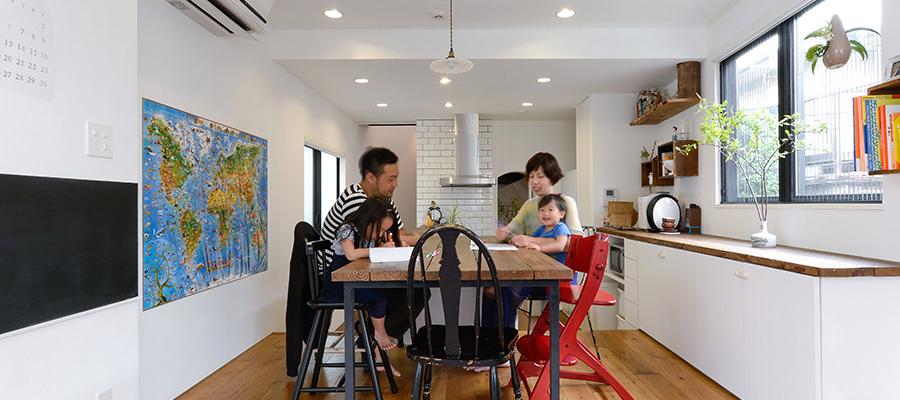 """""""質感への実感""""はプロ以上スケッチも描いてこだわりを貫き建てた家"""