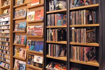 アメリカで買い付けされた、ヴィンテージのレコードは約1200枚が並ぶ。
