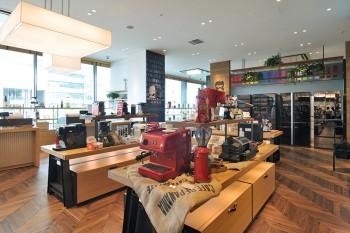 インテリアのポイントになるような印象的なカラーリングも多い、コーヒーメーカーやエスプレッソマシーン。