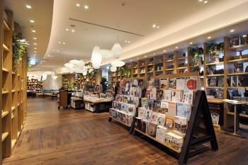 2階のブックコーナーは衣食住にまつわる書籍・雑誌がラインナップ。