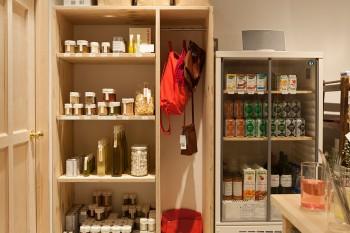 上質でシンプルなデザインの「LA PETITE EPICERIE」。オリーブオイルやバルサミコ酢、塩・こしょうなど、素材を最大限に活かす、やさしい風味が特徴。