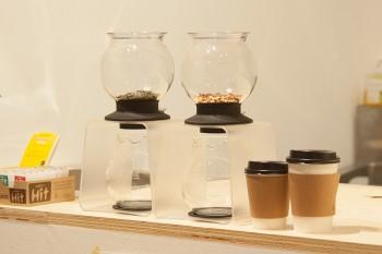 店内で提供される紅茶は「レモンジンジャー」と「モロッカンミント」の2種類。SHORT300円、TALL320円、ICE360円。