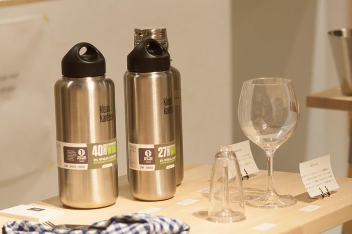 アウトドアにぴったりな、割れないワイングラスはBPAフリーのプラスチック素材。足を取り外しができるので持ち運びも楽。クラシックシェイプのワイングラスとシャンパングラスの2タイプを展開。