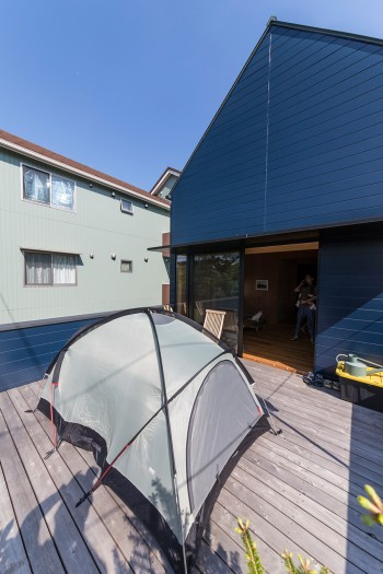 「アウトドア好きの友達がよく遊びに来ます。テラスでテントを張ったら、喜んでここで寝てくれそうです」