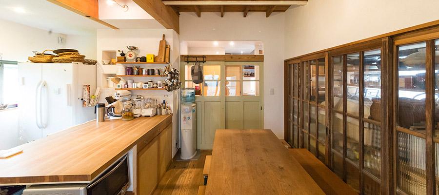 古いものに今をミックス 仕事がはかどり、家族が安らぐ和みカフェスタイルの家