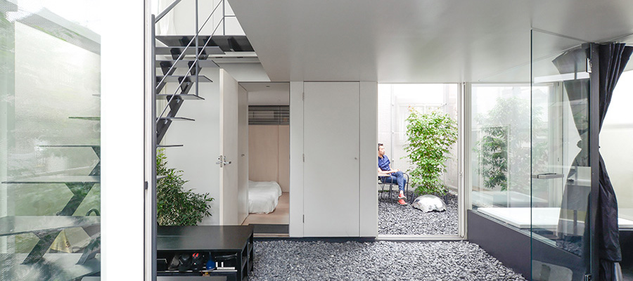 都市生活でのプラットフォーム内と外をゆるやかにつなげ、時の移ろいを映す家