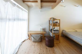 3階は寝室兼書斎。木の香りに包まれてよく眠れそう。