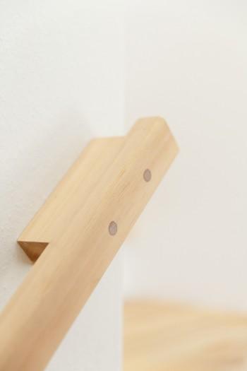 階段の手すりにも妥協のない大工仕事が施されている。
