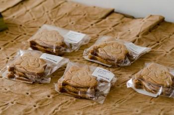 豪徳寺の人気パン屋さん・uneclefが作る、edenworks bedroomオリジナルクッキー。取材時はローズサブレが並んでいた。フレーバーはその時々で変わる。
