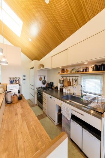 キッチンはミーレの食洗機など、使いたいものをスペースに合わせて選んだ。