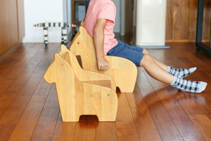 陽一さんがつくった子ども用の椅子。サイズ違いでスタッキングもできる。