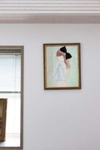壁に掛けた絵は、景都さん自身が描いたもの。繊細なタッチが見事!