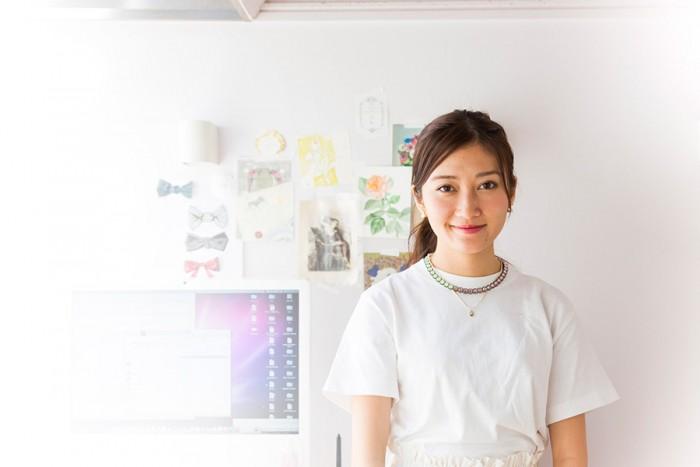 アーティスト、モデル、デザイナーの酒井景都さん。慶應義塾大学環境情報学部でメディアデザインを学び現在に至る。http://blog.katesakai.com