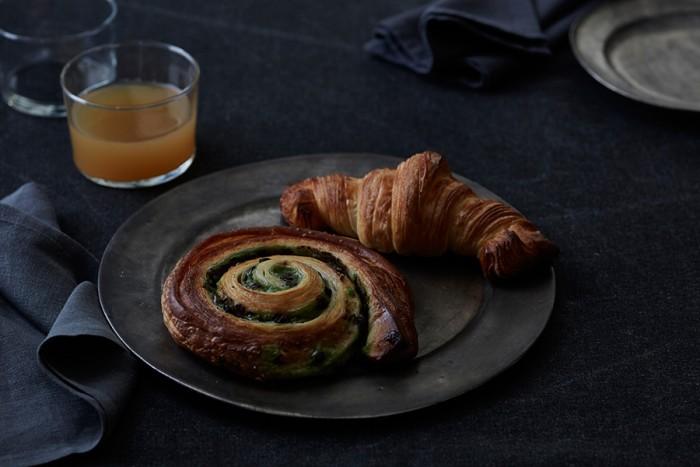 フランス語で【習慣・儀式】という意味がある「RITUEL」。毎日でも、月に一度でも、RITUELのヴィノエワズリーを食べる瞬間が、日常の中で特別な時間(非日常)となって楽しんでもらいたい、と名付けられた。