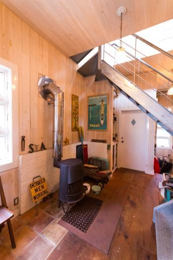 「家を建てている最中にやはり薪ストーブが欲しくなって急遽設置。鎌倉の『ノーザンライトストーブ』で買ったものです」