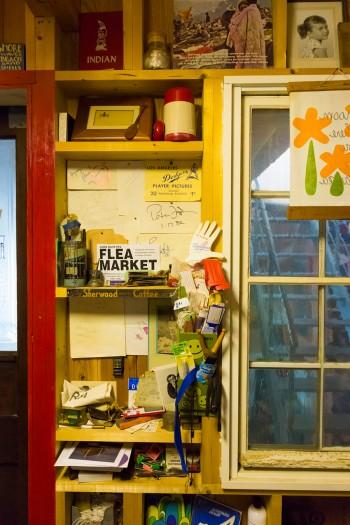 夏樹さんの部屋はあえて壁に内装材を張っていない。構造のままなので、棚として利用することができる。