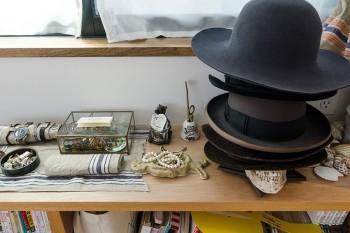 シャレた帽子のコレクションはUさんのもの。