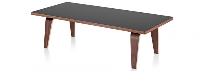 Eames Rectangular Coffee Table(ブラック×ウォールナット・ホワイト×ウォールナット) W1230 D559 H356mm 各¥133,000 Herman Miller(Herman Miller Japan)