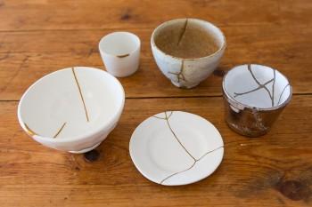 溝江さんの金継ぎ作品。大切な器が割れてしまっても、また違う作品として蘇るところが魅力。