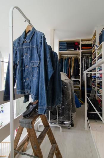健二さんの衣装部屋。きれいにディスプレイされているので見るのも楽しいという。